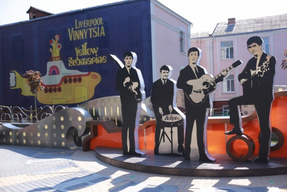 The Beatles Polska: Plac The Beatles w Winnicy na Ukrainie