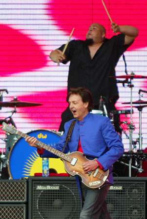 The Beatles Polska: Paul McCartney koncertuje w St. Petersburgu na Palace Square