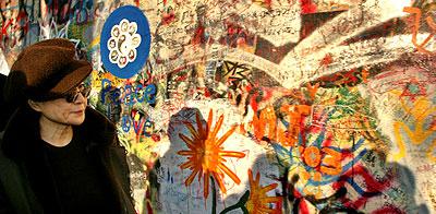 The Beatles Polska: Otwarcie wystawy Yoko Ono w Pradze.